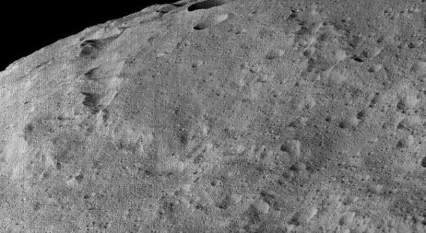 Vista de Ceres tomada por la sonda DAWN desde la órbita LAMO. Créditos: NASA/JPL-Caltech/UCLA/MPS/DLR/IDA